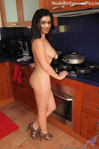 eq3oj9fqt4ae t Asin Nude in A Kitchen Fingering in her Pussy Pics [Fake]