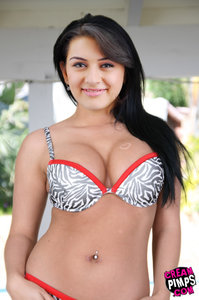 Hansika Motwani Showing her Huge Clevage [Fake]